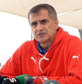 """""""Yabancı futbolcu gelirse belki sahalar düzelir"""""""