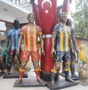 Edirne Belediyesince yaptırılan taraftar heykeli, 4 büyük kulübün simgelerini Türk bayrağı altında bir araya getirecek