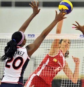 Türkiye, 2013 FIVB Bayanlar U20 Dünya Voleybol Şampiyonası'nda 5-8 klasman maçında Dominik Cumhuriyeti'ni 3-2 yendi