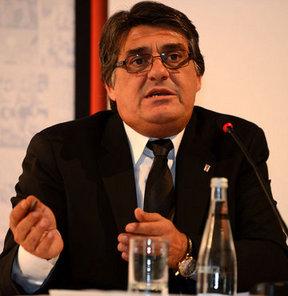 Serdal Adalı, yönetim kurulu aday listesini divan kurulu başkanlığına verdi