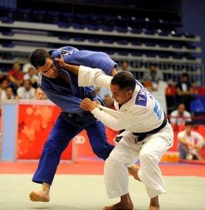 Saraybosna'da düzenlenen Judo Gençler Avrupa Şampiyonası'nın ilk gününde Ahmet Şahin Kaba gümüş madalya kazandı