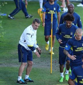 Fenerbahçeli oyuncuların 'aile atmosferi'yle hareket etmesini isteyen Ersun Yanal ilk adımı attı