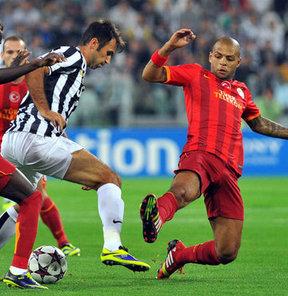 Alex De Souza, Beşiktaş-G.Saray derbisinde yaşananlar yüzünden Felipe Melo'yu eleştirdi