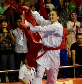 17. Akdeniz Oyunları'nda karate kadınlar 68 kiloda milli sporcu Hafsa Şeyda Burucu, İspanyol rakibi Irene Colomar Costa'yı yenerek altın madalya kazandı.