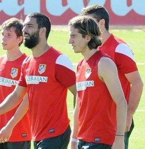 """Atletico Madrid'in sol beki Filipe Luis, takım arkadaşı Arda Turan'dan övgüyle bahsederek, """"Arda, Kur'an hakkında çok şey öğretiyor"""" dedi"""