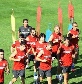 Atletico Madridli futbolcular, Madrid'in Majadahonda ilçesindeki antreman tesislerinde ligin bitiminden 34 gün sonra top başı yaptı