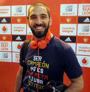 Atletico Madrid'de forma giyen Arda Turan, Türkiye'ye dönüşü hakkında sinyaller verdi