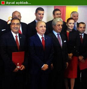 Galatasaray Başkanı Ünal Aysal'dan taraftarlara transfer müjdesi...