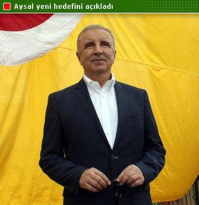 Galatasaray Kulübü Başkanı Ünal Aysal, yeni yönetimde yer alacak isimler bir basın toplantısı düzenledi