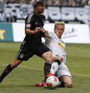 Bayern Münih, Frank Ribery'inin 2015 yılına kadarki sözleşmesini 2 yıl, Daniel van Buyten'in sözleşmesini de 1 yıl uzattı