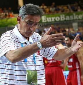 Tanjevic, üst üste aldıkları yenilginin ardından takımda bir sorun olduğunu söyledi