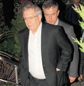 Aziz Yıldırım, Önder Fırat ve Celal Doğan, önceki akşam Etiler'de bir restoranda buluştu