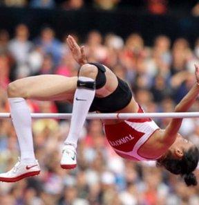17. Akdeniz Oyunları'nda atletizmde kadınlar yüksek atlamada aynı dereceyi yapan, Burcu Ayhan Yüksel ve Hırvat Ana Simic aralarında anlaşınca iki altın verildi