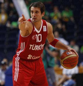 12 Dev Adam'ın 2013 Avrupa Şampiyonası aday kadrosu, dün açıklandı. Listede 2010'da Dünya ikinciliğini getiren baskete imzasını atan ünlü guard Kerem Tunçeri yer almadı