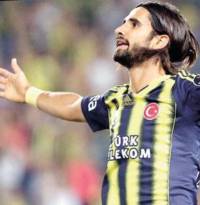 Sezona iyi başlayan Alper Potuk, Dirk Kuyt ve Pierre Webo ile birlikte Fenerbahçe'nin 12 maçının tamamında süre alan 3 futbolcudan biri oldu
