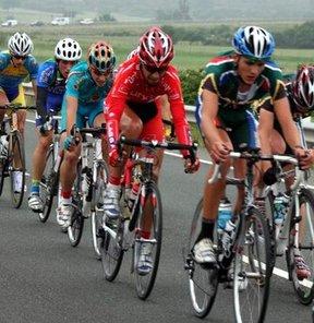 17. Akdeniz Oyunları bisiklette erkekler zamana karşı mücadelesini üçüncülükle tamamlayan milli sporcu Rasim Reis, oyunlarda bu kategoride Türkiye'ye ilk madalyayı kazandırdı