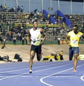 Dünya rekortmeni Jamaikalı sprinter Usain Bolt, ülkesinde düzenlenen ulusal atletizm şampiyonasında 100 metreyi 9,94 saniyede koşarak birinci oldu