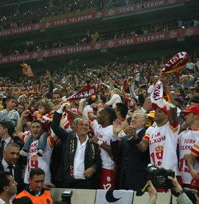 Türk Telekom Arena, Galatasaray için darphane gibi çalışmaya başladı