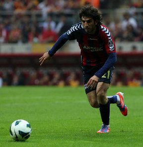Sivasspor, Süper Lig'de geçen sezon Mersin İdman Yurdu forması giyen Burhan Eşer ile 2 yıllığına anlaşma sağladı