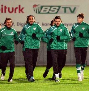 21 Ekim Pazartesi akşamı sahasında Kayserispor'u konuk edecek Bursaspor, 3 günlük iznin ardından hazırlıklarına başladı