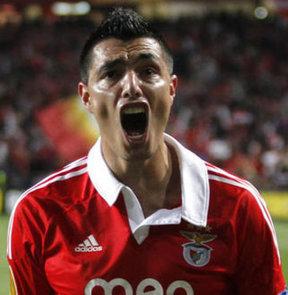 F.Bahçe, ikna ettiği Cardozo için, Benfica ile bir anlaşma zemini bulamıyor