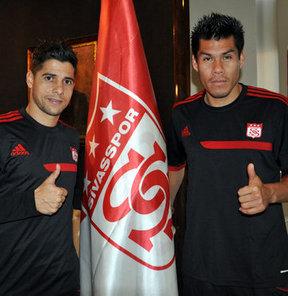 Sivasspor'un yeni transferleri Cicinho ve Hernan Rengifo, Roberto Carlos'un takımında top koşturacak olmanın heyecanını yaşıyor