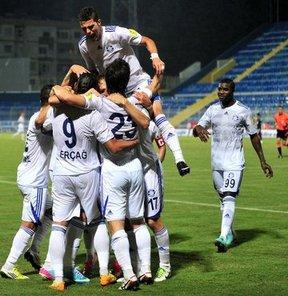 PTT 1. Lig'de Adana Demirspor, sahasında Gaziantep Büyükşehir Belediyespor'u 4-1 yendi