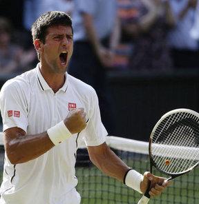Tek erkeklerde 1 numaralı seri başı Sırp Djokovic, 8 numaralı seri başı Del Potro'yu 3-2 yenerek finale çıktı