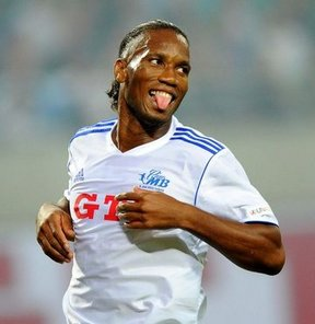 Drogba, Alman futbolunun efsane isimlerinden Michael Ballack'ın jübile maçında 2 gol attı...