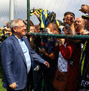 Fenerbahçe, sarı-lacivertli taraftarların Dünya Fenerbahçeliler Günü'nü kutladı