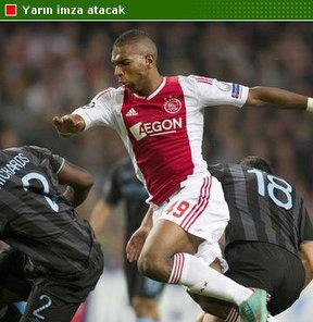 Kasımpaşa, Ajax'lı futbolcu Ryan Babel ile yarın imzaları atıyor