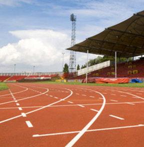 17. Akdeniz Oyunları'nda atletizmde erkekler 400 metre engelli elemelerinde Enis Ünsal finale kalırken, Tuncay Örs ise elendi