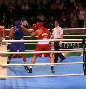 17. Akdeniz Oyunları'nda 91 kiloda ringe çıkan milli boksör Ali Eren Demirezen, Roberto Cammarelle'ye yenilerek gümüş madalyada kaldı