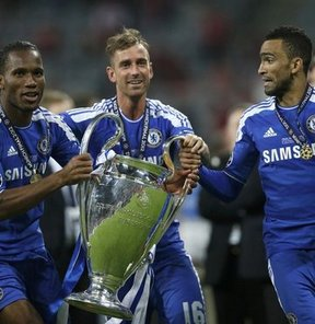 Drogba, Meireles, Malouda ve Bosingwa bir gece kulübünde eski günlerini yad ettiler
