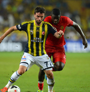 Fenerbahçe ile Eskişehirspor'un karşı karşya geldiği Spor Toto Süper Lig'in 2. hafta mücadelesinde sarı-lacivertliler adına kötü bir olay yaşandı