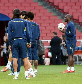 Fenerbahçe, UEFA Şampiyonlar Ligi play-off turu rövanşında İngiltere'nin Arsenal takımıyla yapacağı maçın hazırlıklarını tamamladı