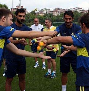 Fenerbahçe, 2013-2014 futbol sezonu hazırlıklarına yaptığı antrenmanla devam etti