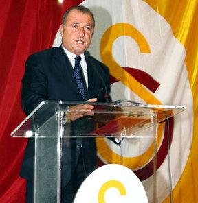 Galatasaray Teknik Direktörü Fatih Terim'e başarılarından dolayı 'Divan Başarı Beratı' verildi