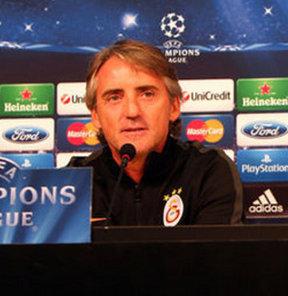 Galatasaray Teknik Direktörü Roberto Mancini, Şampiyonlar Ligi'ndeki Juventus maçı öncesinda Felipe Melo ile birlikte basın toplantısı düzenledi.