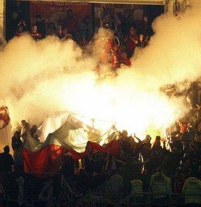 Takımlarında yaşanan olaylara tepki gösteren taraftarlar, CSKA Sofya Stadyumu yanında toplanarak federasyon binasına doğru yürüdü