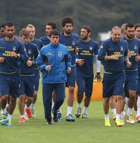 Fenerbahçe, yeni sezon hazırlıklarına ara vermeden İstanbul'da devam etti