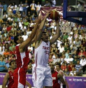 17. Akdeniz Oyunları'nda basketbol yarı final maçında Tunus'u 77-69 yenen Türkiye, finalde Sırbistan'ın rakibi oldu