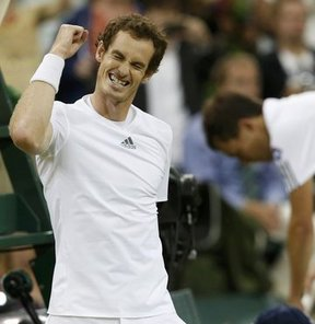 Tek erkeklerde 2 numaralı seri başı Murray, 24 numaralı seri başı Janowicz'i 3-1 yenerek finale çıktı