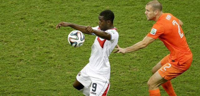 G.Saray, Alman golcünün peşinde
