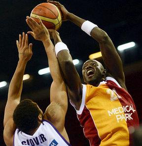 Galatasaray Liv Hospital, basketbola veda eden Boniface N'Dong'un jübilesi için eski takımı Barcelona'ya teklif götürdü