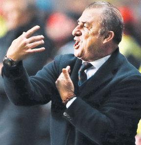 Galatasaray aşkı kolunda