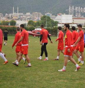 Hatayspor maçı hazırlıklarını sürdüren sarı-kırmızılı ekibin antrenman yaptığı sırada sahaya helikopter indi