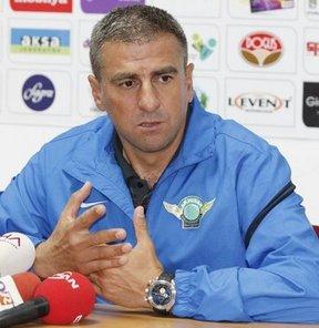 Spor Toto Süper Lig'de mücadele veren Akhisar Belediyespor, yeni sezon transfer çalışmaları öncesi masaya oturduğu teknik direktör Hamza Hamzaoğlu ile yeniden anlaşmak üzere
