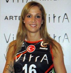 Eczacıbaşı VitrA, Rusya'nın Dinamo Krasnodar takımında forma giyen smaçör Helena Helekova ile anlaştı