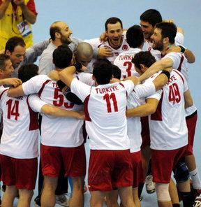 17. Akdeniz Oyunları erkekler hentbolda İtalya'yı 32-26 yenen Türkiye, bronz madalya kazandı
